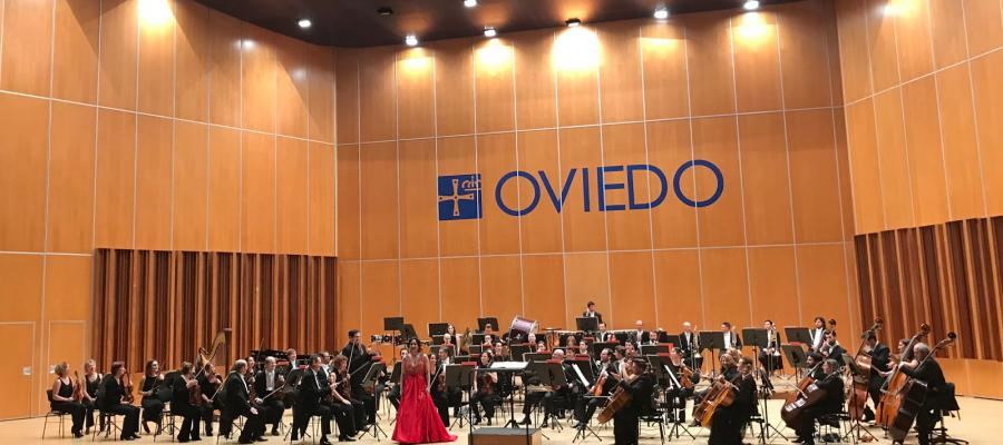 Mtro Lopez-Reynoso conducts concert with Guadalupe Paz, Javier Camarena and Oviedo Filarmonia