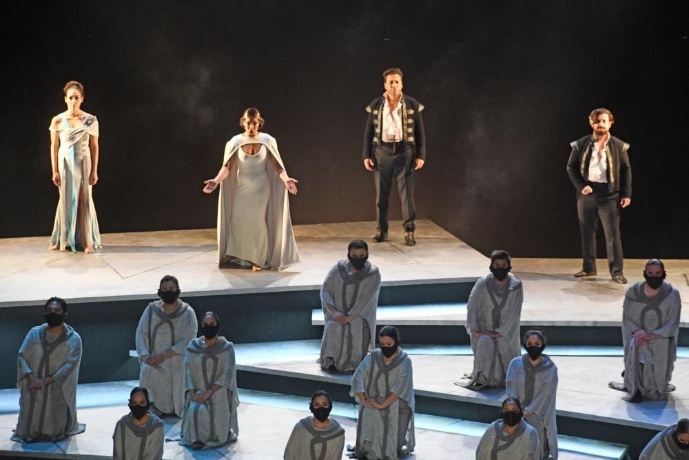 Lopez-Reynoso conducts Montezuma by Graun