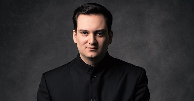 Ivan Lopez-Reynoso conducts Javier Camarena in La Fille du Regiment